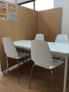 富士松駅前教室面談スペース画像